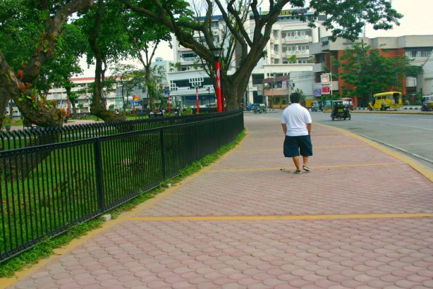 Bariles trying out the new hiking/jogging tracks surrounding the peripheral of Plaza Heneral Santos.