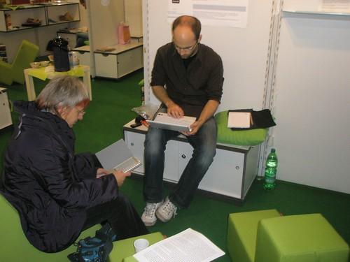 ebookreader Sony 505 beim Leseexperiment der HU Berlin auf der LIS-Corner auf der Frankfurter Buchmesse 2009 Zeit: 1:46