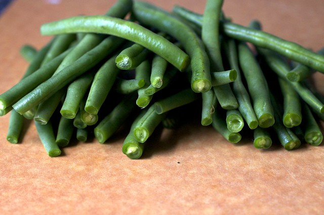 green beans, trimmed and tailed