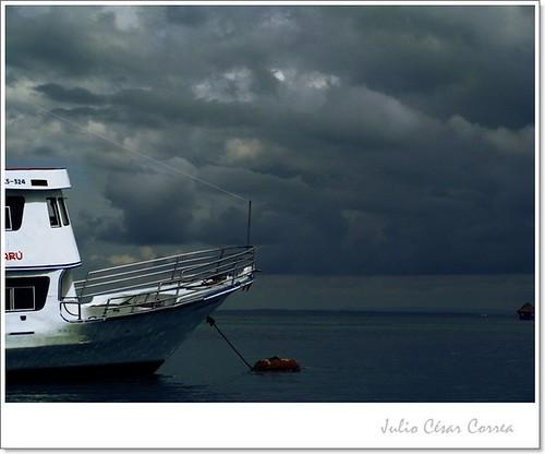 De bote en bote by Julio César Correa