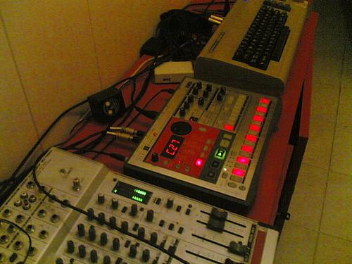 electribe ER1 + kaosspad mini + c64 + mssiah = SidPlay Party Mix 2.0