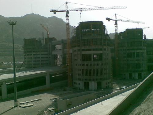 Tempat melontar jamrah di Mina. Ia sedang diupgrade kepada empat tingkat utk kemudahan para jemaah bakal Haji.