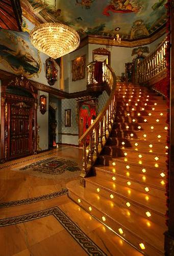 Parisian Palace offered by Chezpualina.com