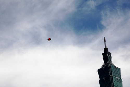 taipei 101 and kite