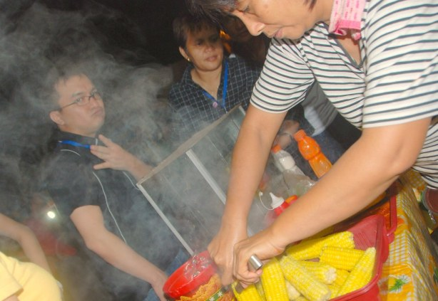 Boiled Sweet Corn for P10 at this Oval Plaza Stall