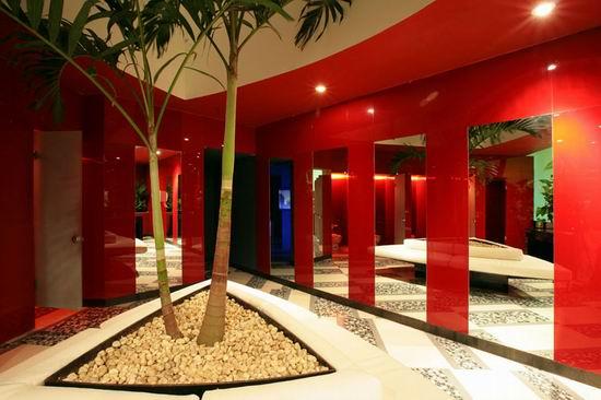 20 Nisha Acapulco - Mirrors Decorated Women Restroom