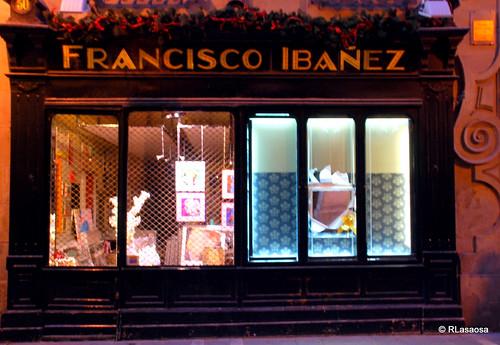 """Tienda de cuadros y enmarcaciones """"Francisco Ibáñez"""", situada en la calle Zapatería, corazón del Casco Viejo de Pamplona"""