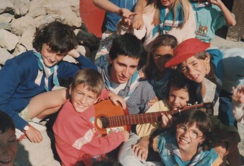 L'Esplai Natzaret i una guitarra