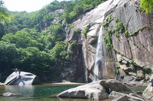 Bakyeon Waterfall