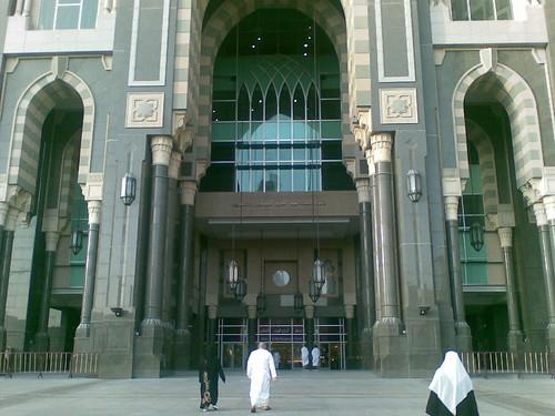 Pintu masuk ke Zam Zam shopping complex. Di dlmnya access ke hotel.