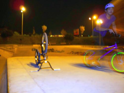 preparing to flip over the bike por você.