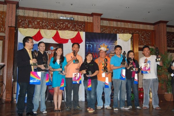 Bariles together with the 9 other recipients of the GLOBE TATOO Digital Tribe Award - Mindanao, Influencers and Movers of the Blogging Community.