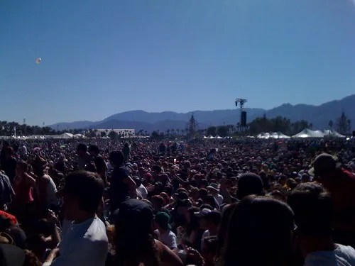 Festival 8 acoustic set crowd