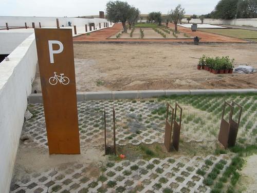 Aparcamiento para Bicicletas Centro Recepcion Medina Azahara. Diseño Fuensanta Nieto and Enrique Sobejano