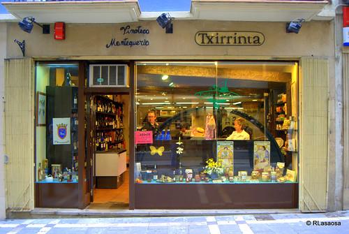 «Txirrinta», mantequería y vinoteca en la calle Calceteros