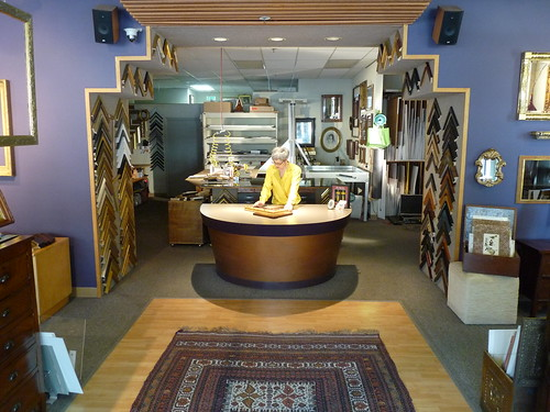 Scola with frames interior store