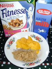Nestle Fitnesse with manggo slices