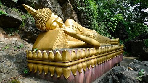 Reclining Buddha at Phu Si