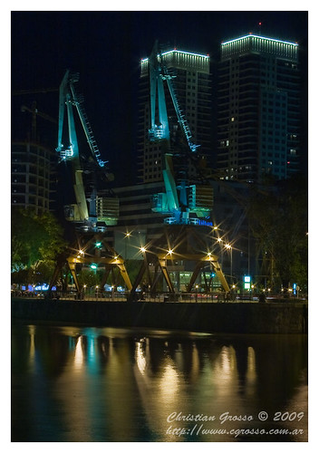 "Puerto Madero de Noche • <a style=""font-size:0.8em;"" href=""http://www.flickr.com/photos/20681585@N05/3813919679/"" target=""_blank"">View on Flickr</a>"