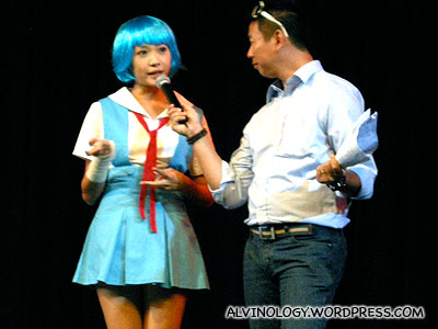 Hey look! Mediacorp star, Dawn Yeoh is on stage, cosplaying as Eva in Evangelion!