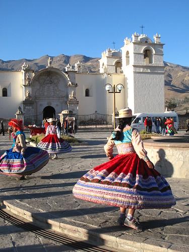 Yanque dancers