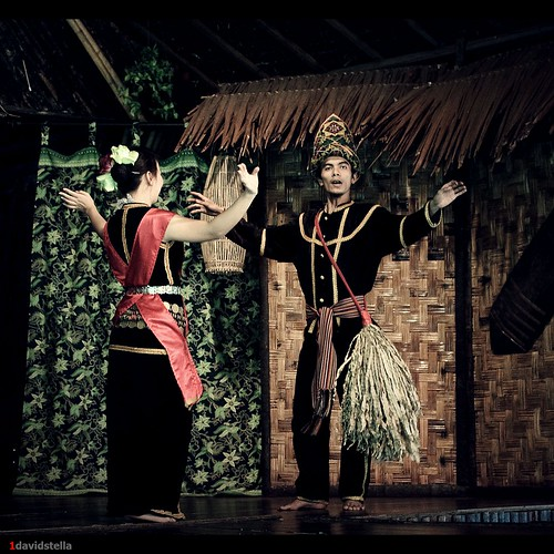 sumazau, Kadazan traditional dance