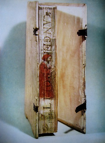 Disegno di Tiziano Vecellio sul taglio del volume delle opere di Poliziano ©Bibliotèque Nationale Française. Da: Caractère Nöel '63.