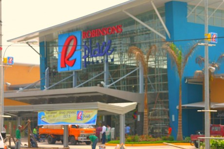 Robinsons Place GenSans Main Entrance ready for todays soft opening.