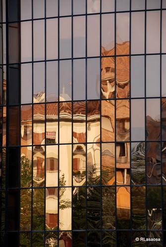 Reflejos en una de las torres de los llamados «Edificios Inteligentes»