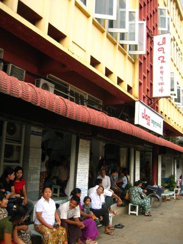 ภาษาพม่าคงบอกอยู่ว่าเป็นคลินิค