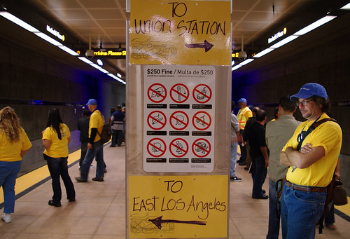 Impromptu signage was added by Metro to help with the growing crowds.