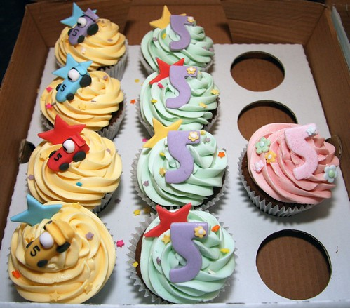 Cirencester Cupcakes - Some for the Boys!