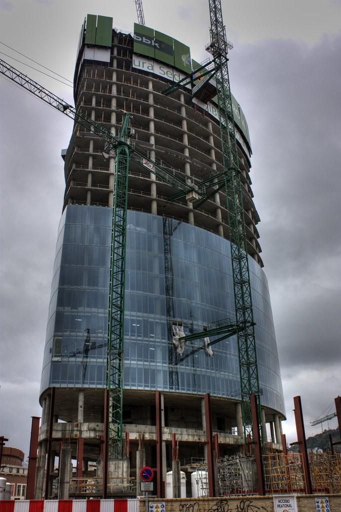 Torre Iberdrola en construcción en la (nueva) Plaza Euskadi de Bilbao