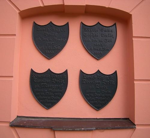 Dorfkirche Schöneberg - Gedenktafeln Familie Bolle