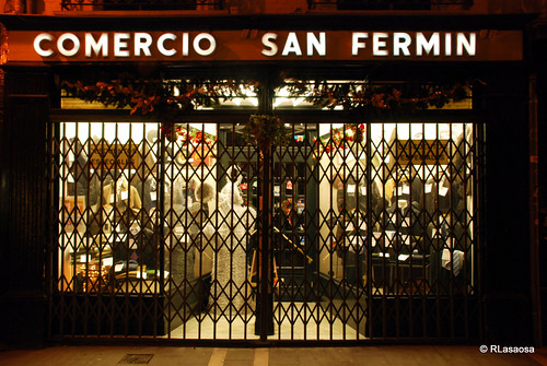 """""""Comercio San Fermín"""", en la calle Pozoblanco de Pamplona. Una tienda de ropa de hombre de lo más tradicional de Pamplona"""
