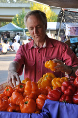 Larry Lev, an agricultural economist at Oregon State University, visits the farmers market in Corvallis. He specializes in agricultural marketing and alternative food systems and helps develop and strengthen farmers markets. Photo by Tiffany Woods.