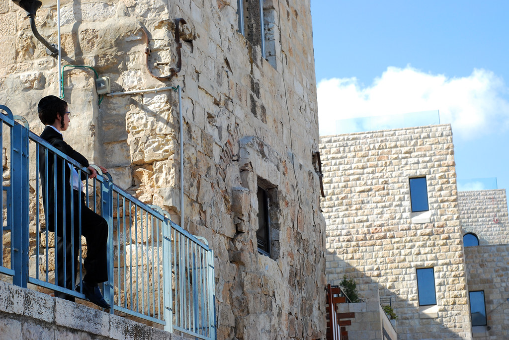 """un mic Rastignac local, care îi adresează Ierusalimului provocarea: """"Entre nous deux, maintenant!"""""""
