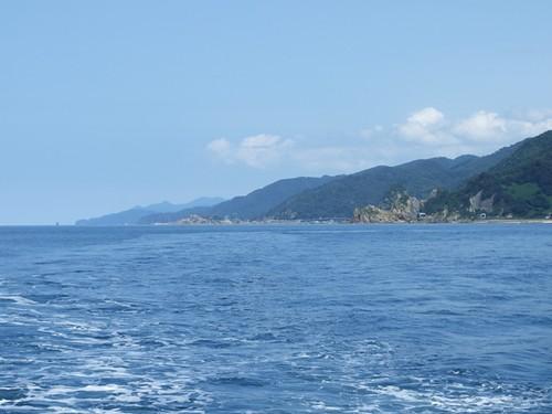 遊覧船上から山形県境を望む~笹川流れ