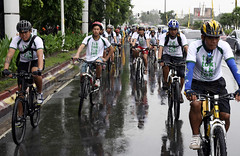 Some 70 bikers from the Makati City LGU and from the Global Campaign for Climate Action (GCCA)-member organizations before the 90 Days To Copenhagen Bike Tour.