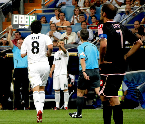 Kaka being substituted with Guti