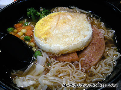 Instant noodle with luncheon meat