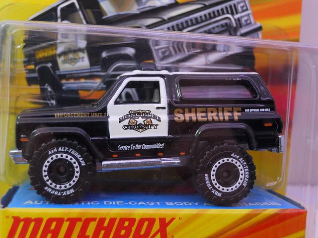 matchbox '89 chevy blazer sheriff lesney box   (2)