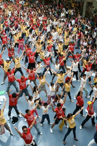 Jollibee Flash Mob at SM MOA 4