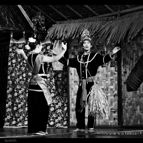 may is harvest festival month in sabah {sumazau -traditional kadazan dance}