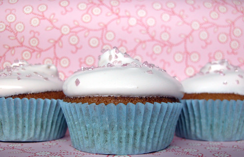 White cupcakes: Think Pink