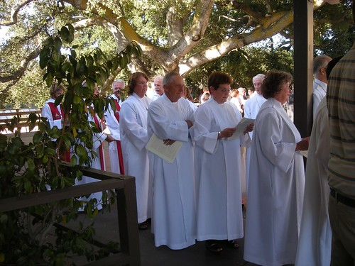 Waiting to Process, St. Andrew's Saratoga California photo: copyright 2009 Katy Dickinson