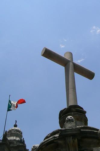 Cruz y bandera