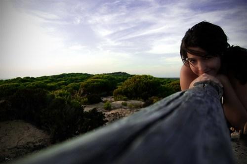 La chica y el paisaje