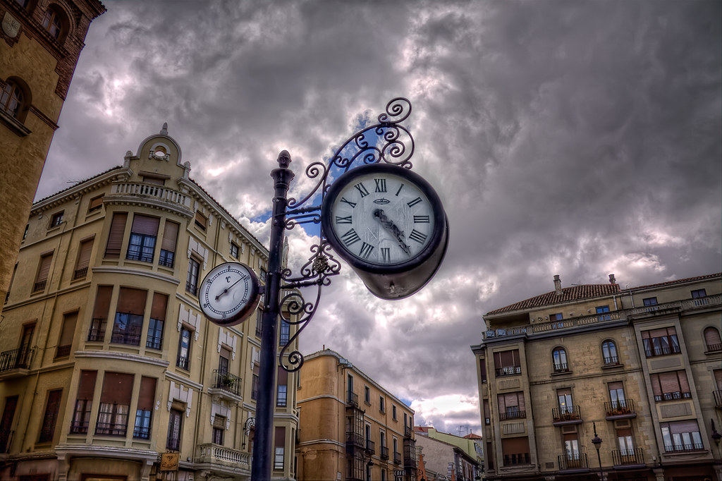 How's the weather doing? – ¿Qué hace el tiempo? León (Spain) HDR
