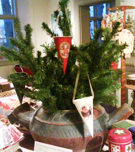 Cremehus, paper cone ornaments